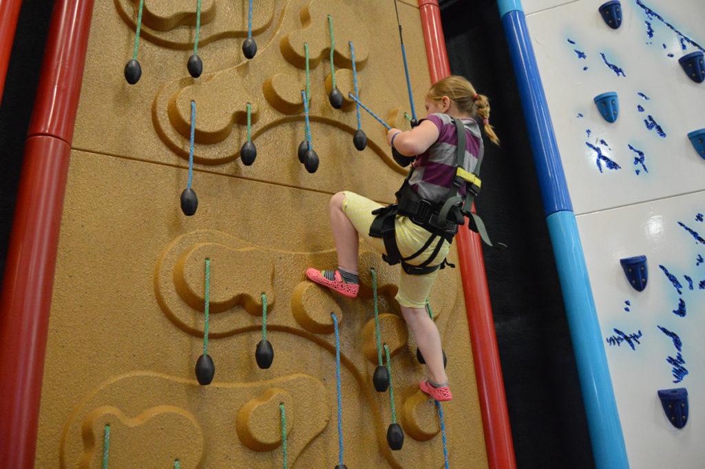 rock-climbing-walls-attraction1